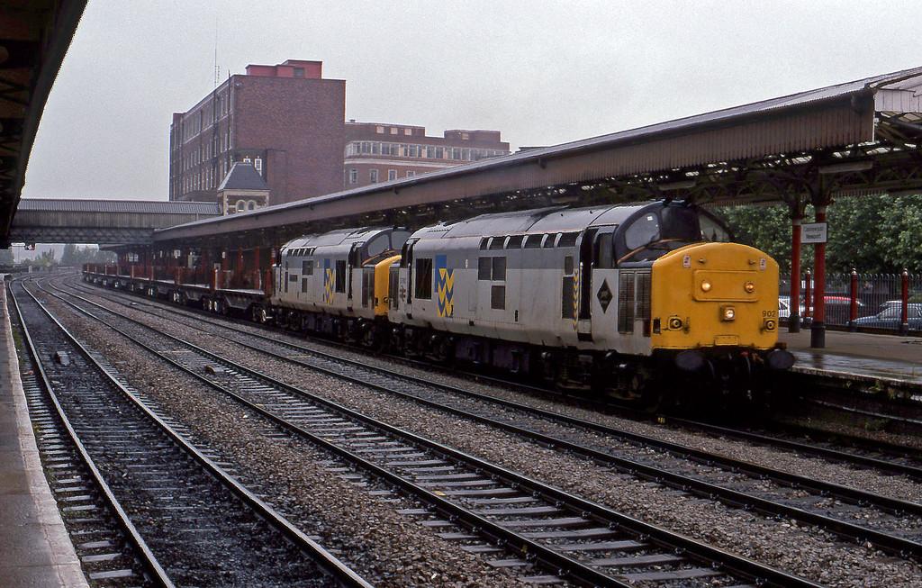 37902/37901, down steel empties, Newport, 10-8-94.