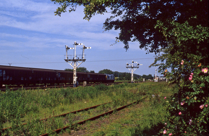 37717, eastbound Cargowaggons, Wrawby Junction, Barnetby, 23-6-94.