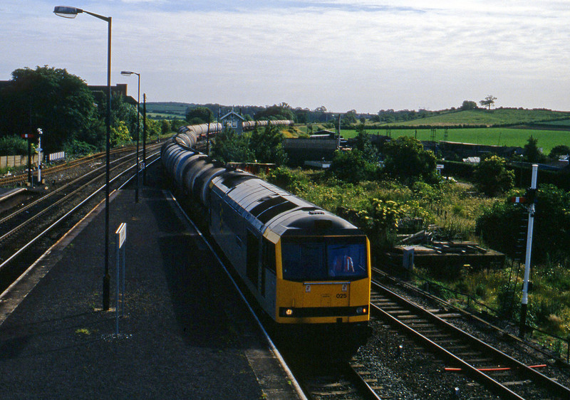 60025, westbound tanks, Barnetby, 23-6-94.
