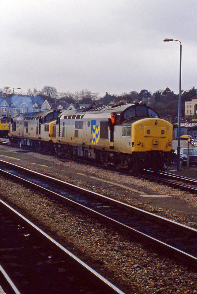 37203/37137, off stabling point, Newport Godfrey Road, 16-3-94.