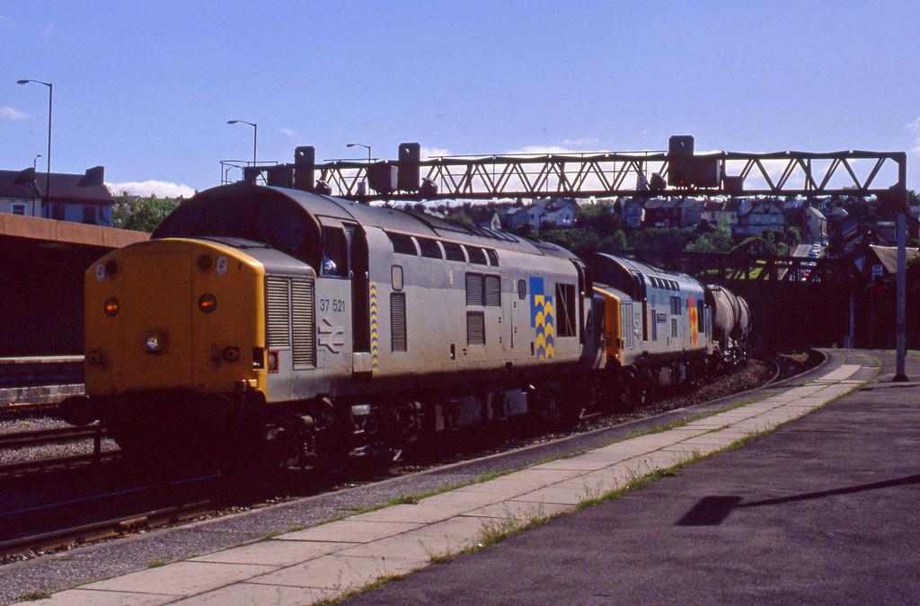 37521/37671, Burngullow-Irvine, Newport, 12-5-94.