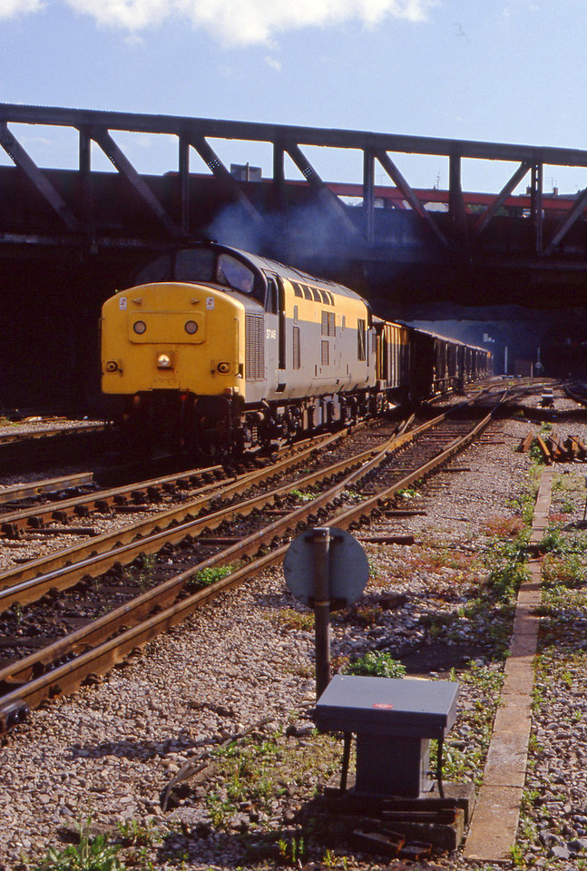 37146, up ballast, Newport, 12-5-94.