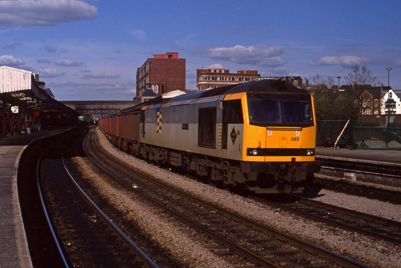 60065, down ore empties, Newport, 12-5-94.