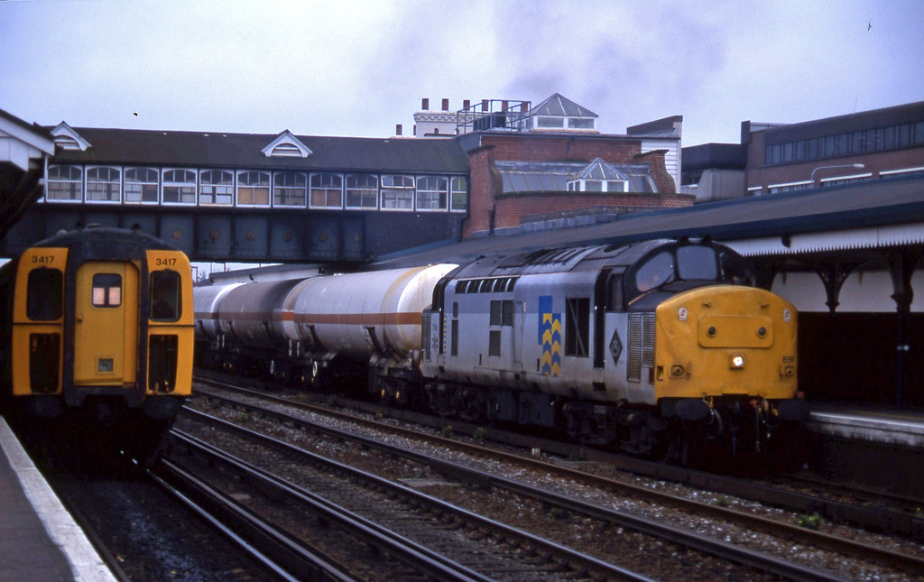 37891, up tanks, Eastleigh, 8-11-94. 3417, down.