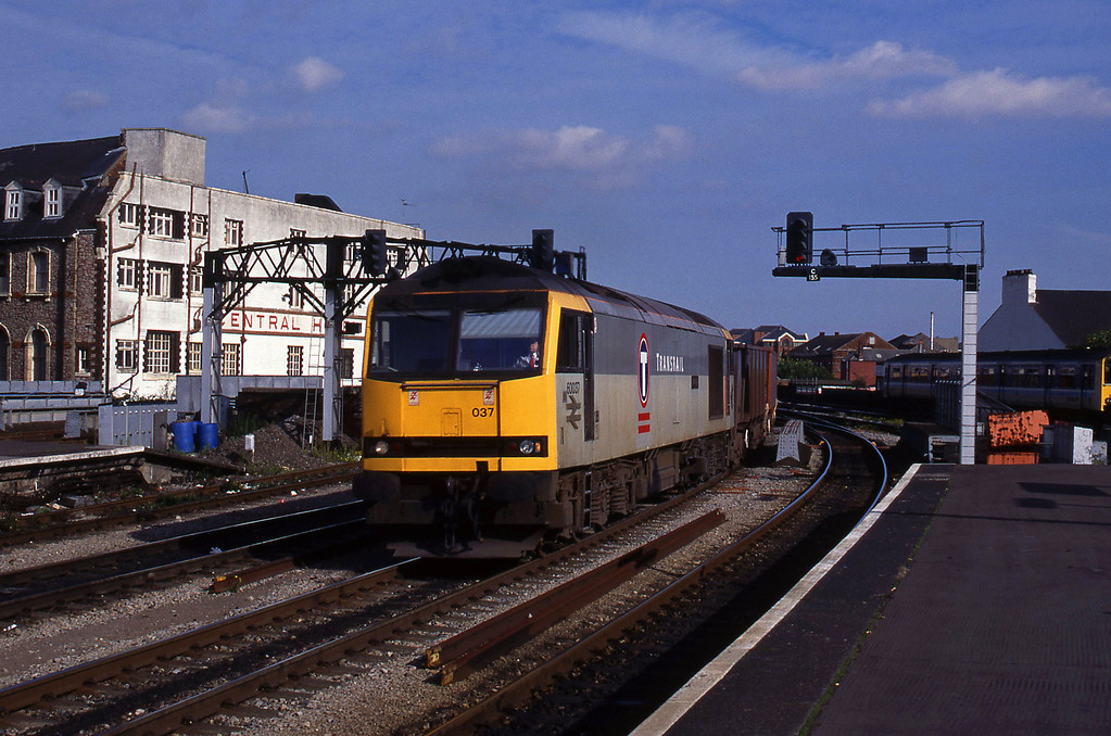 60037, down ore empties, Cardiff Central, 6-10-94.