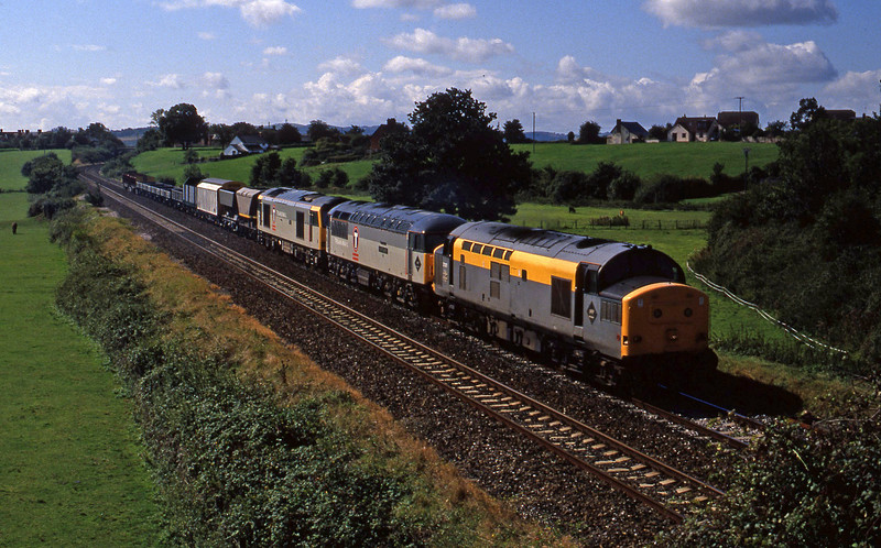37207, 56044, 60097, up convoy, Rewe, near Exeter, 10-9-94.