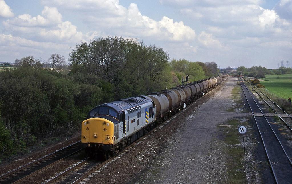 37706, Hull-Baglan Bay, Stenson Junction, near Derby, 21-4-95.