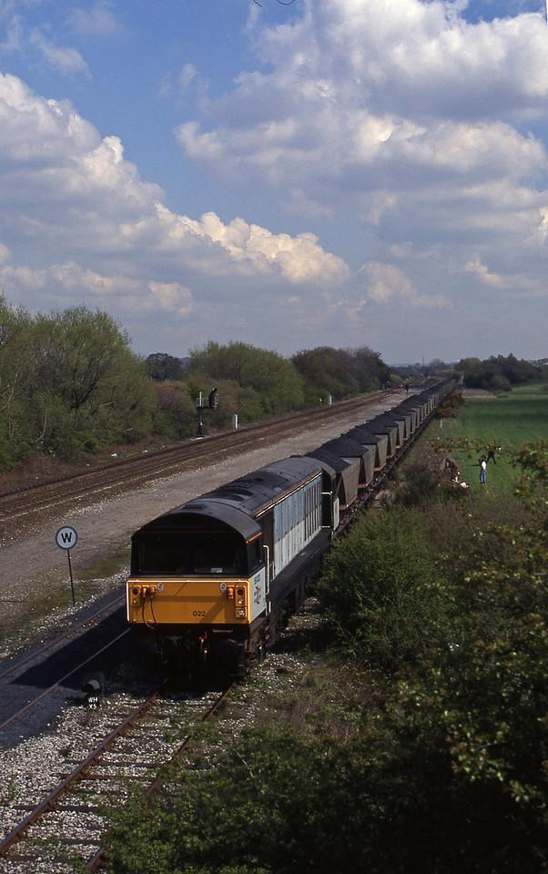 58022, Toton Yard-Willington Power Station, Stenson Junction, near Derby, 21-4-95.