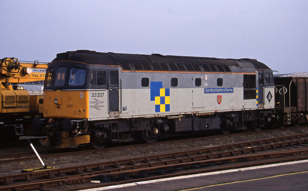 33207, stabled, Eastleigh, 14-4-95.