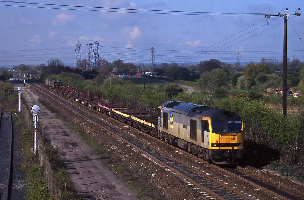 60022, down steel empties, Stenson Junction, near Derby, 21-4-95.