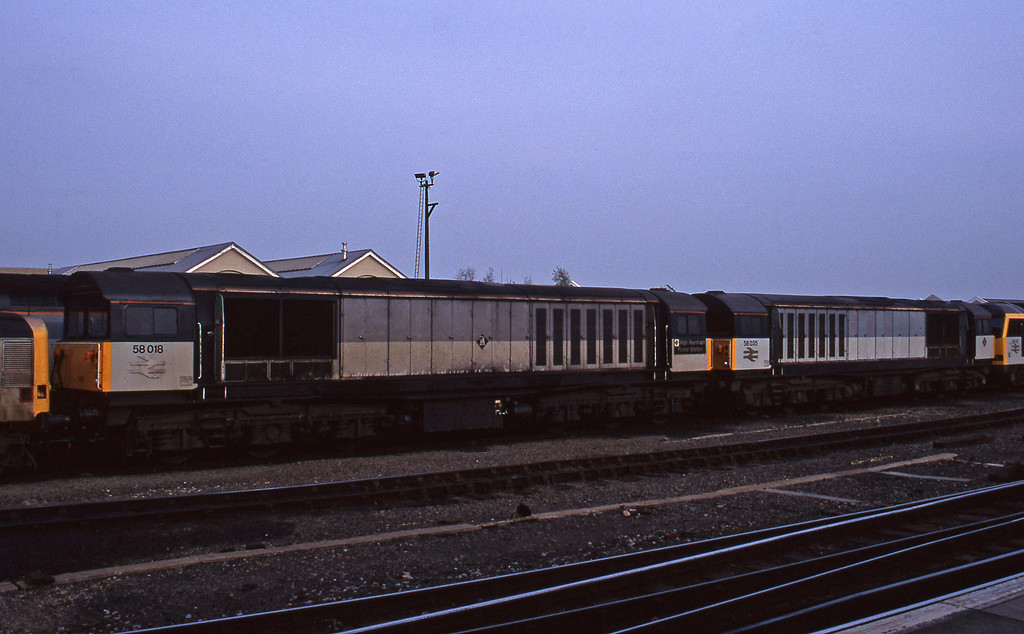 58018/58035, stabled, Eastleigh, 14-4-95.
