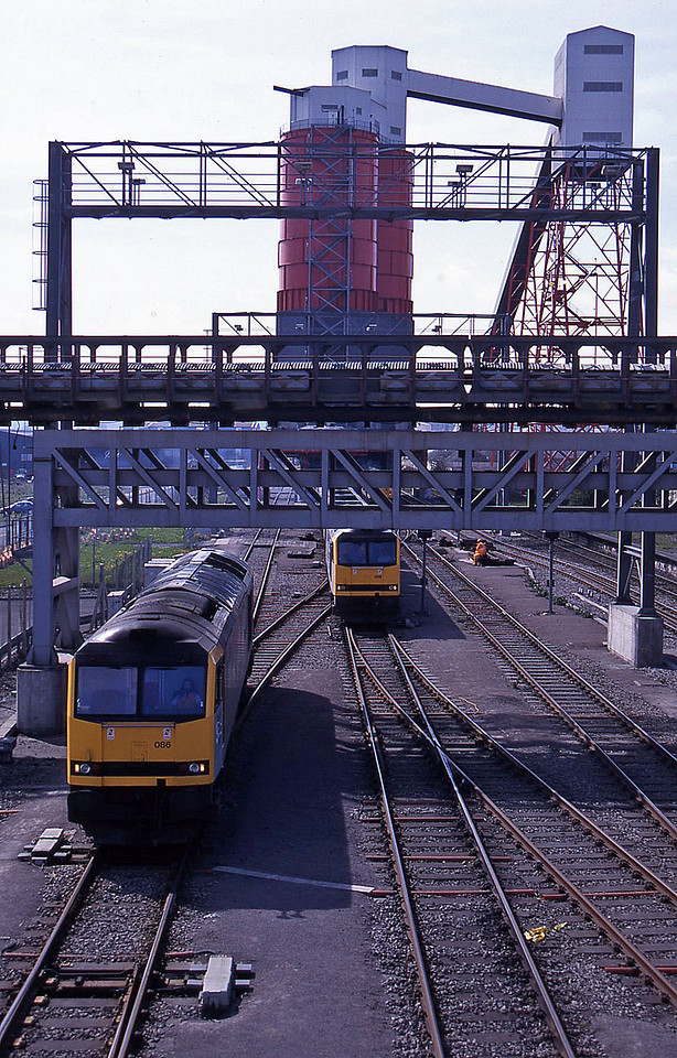 60088, 60086, 56010, loading mgrs, Avonmouth St Andrew's Road, 7-4-95.