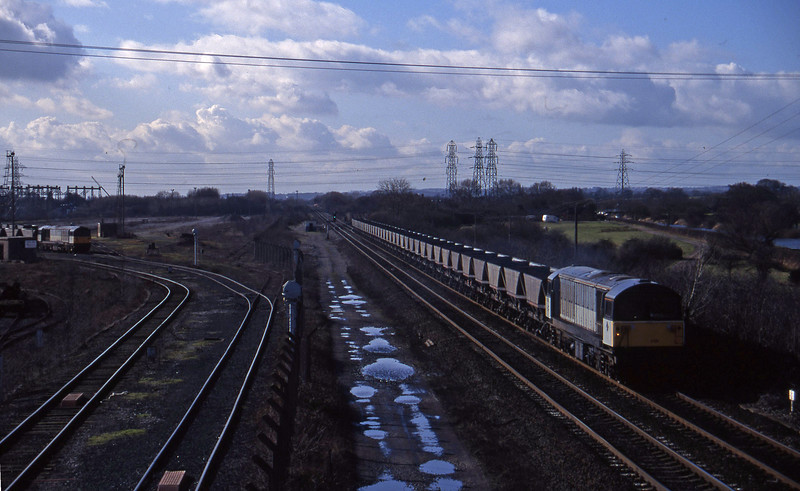 58030, down mgr empties, departing 58035, Willington Power Station, Stenson Junction, near Derby, 17-2-95.