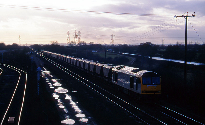 60076, down mgr empties, Stenson Junction, near Derby, 17-2-95.