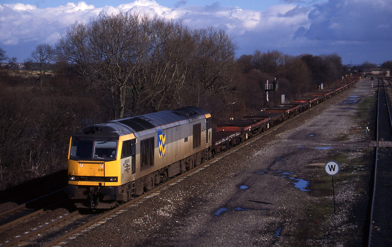 60031, up steel empties, Stenson Junction, near Derby, 17-2-95.