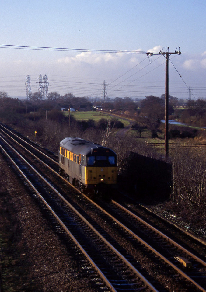 31119, south to north light, Stenson Junction, near Derby, 6-1-95.