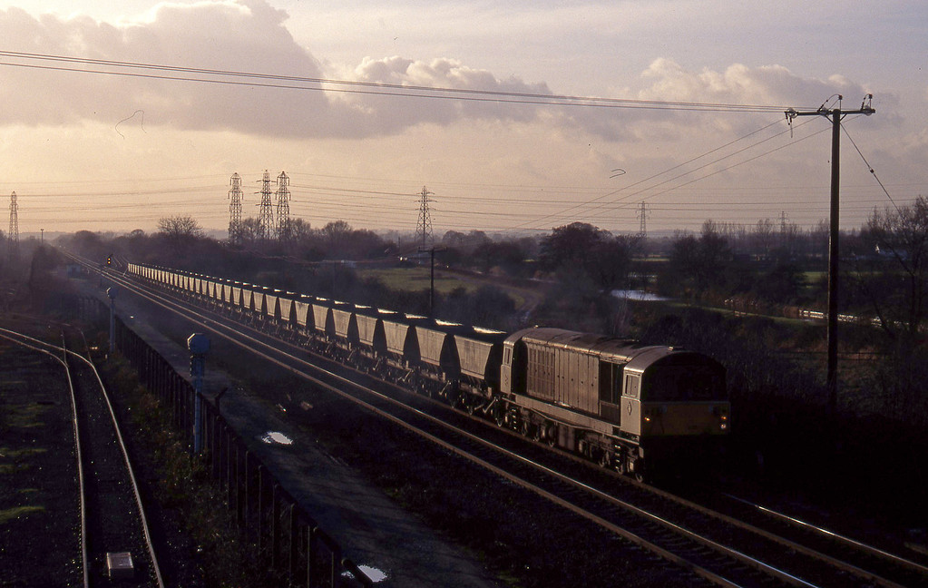 58035,mgr empties from south to Sheet Stores line, Stenson Junction, near Derby, 6-1-95.