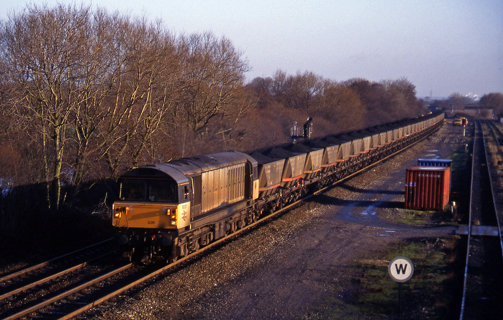 58035, coal from Sheet Stores line to south, Stenson Junction, near Derby, 6-1-95.