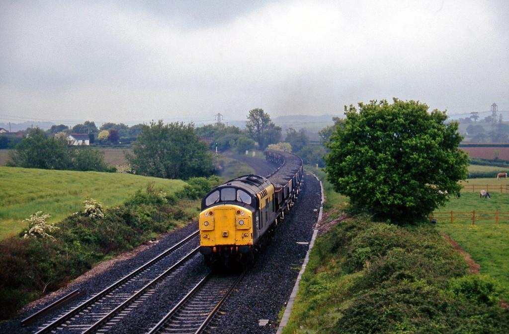 37092, 15.30 Exeter Riverside Yard-Westbury, Willand, near Tiverton, 24-5-95.