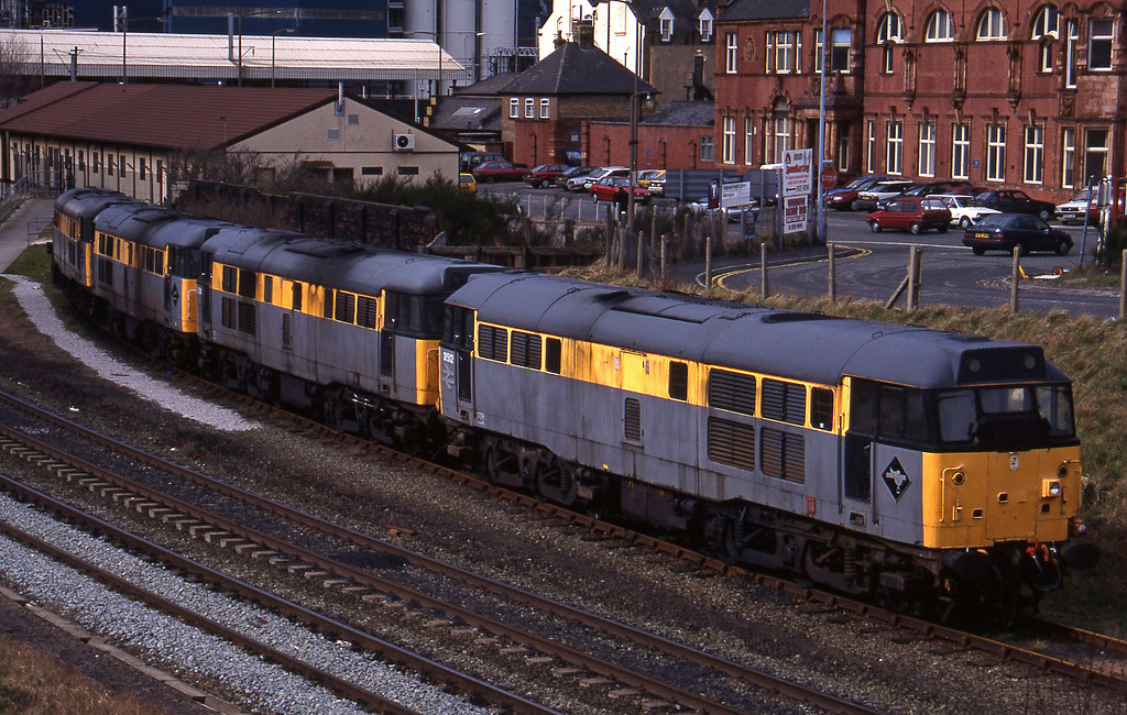 31512/31154/31242/31285, stabled, Warrington, 17-3-95.