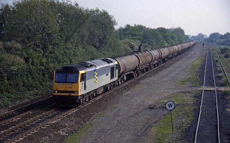 60028, up tanks, Stenson Junction, near Derby, 23-5-95.