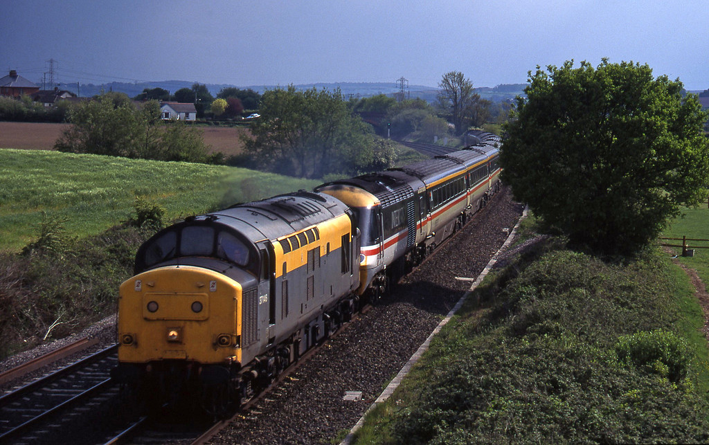 37146 hauling 43128/43130 up ecs, Willand, near Tiverton, 12-5-95.