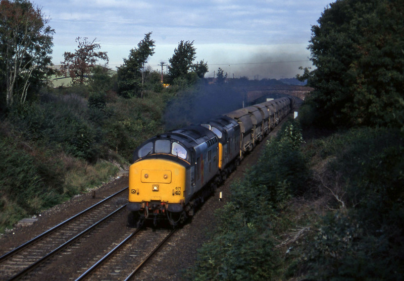 37671/37670, 08.50 Bescot-St Blazey, Willand, near Tiverton, 28-10-95.