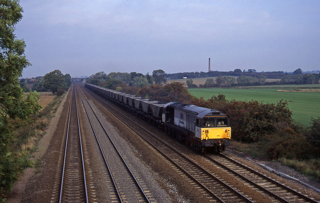 58013/58004, top'n'tail up mgr empties, Cossington, near Leicester, 11-10-95.