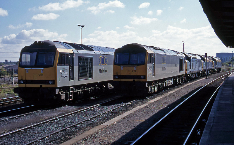 60044/60074/37227/37098/37035, stabled, Didcot, 9-9-95.