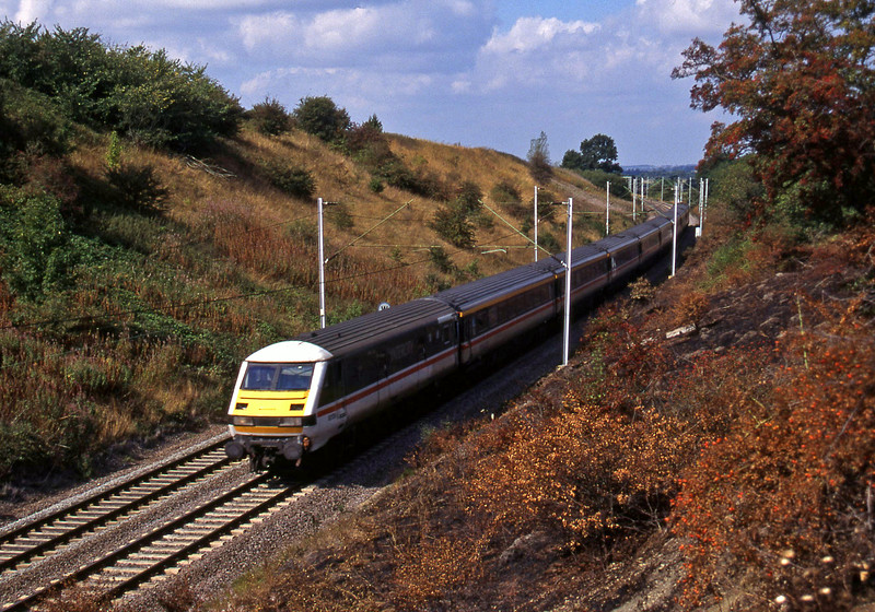 82126/87003, up, Roade, near Rugby, 9-9-95.