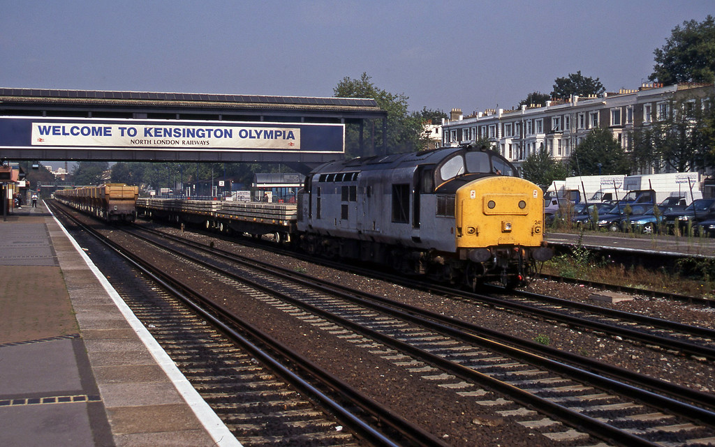 37241, southbound departmental, Kensington Olympia, 22-9-95. 59101, northbound stone empties.