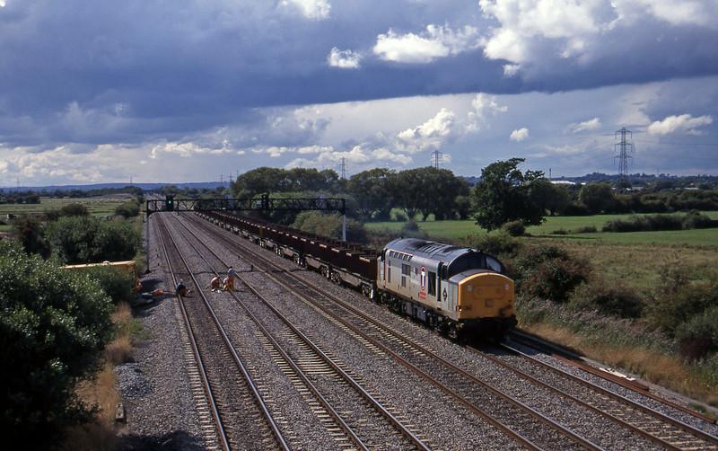 37411, up steel empties, Coedkernow, near Newport, 12-9-95.