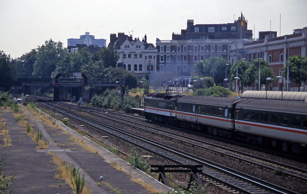 47851, 08.43 Manchester Piccadily-Brighton, Kensington Olympia, 19-7-96.