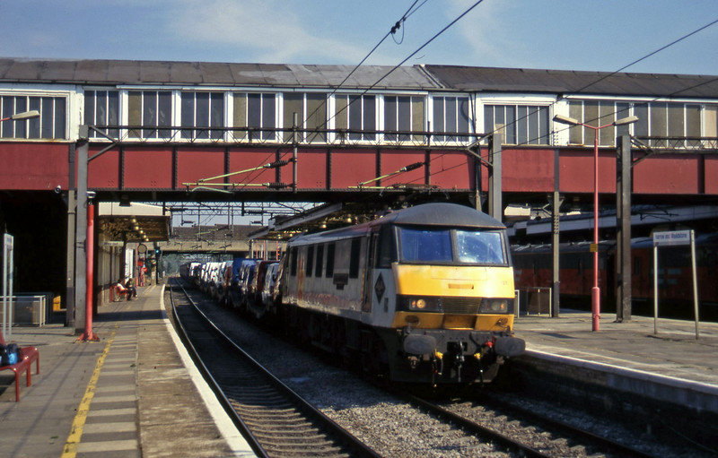90127, down cars, Harrow and Wealdstone, 19-7-96.
