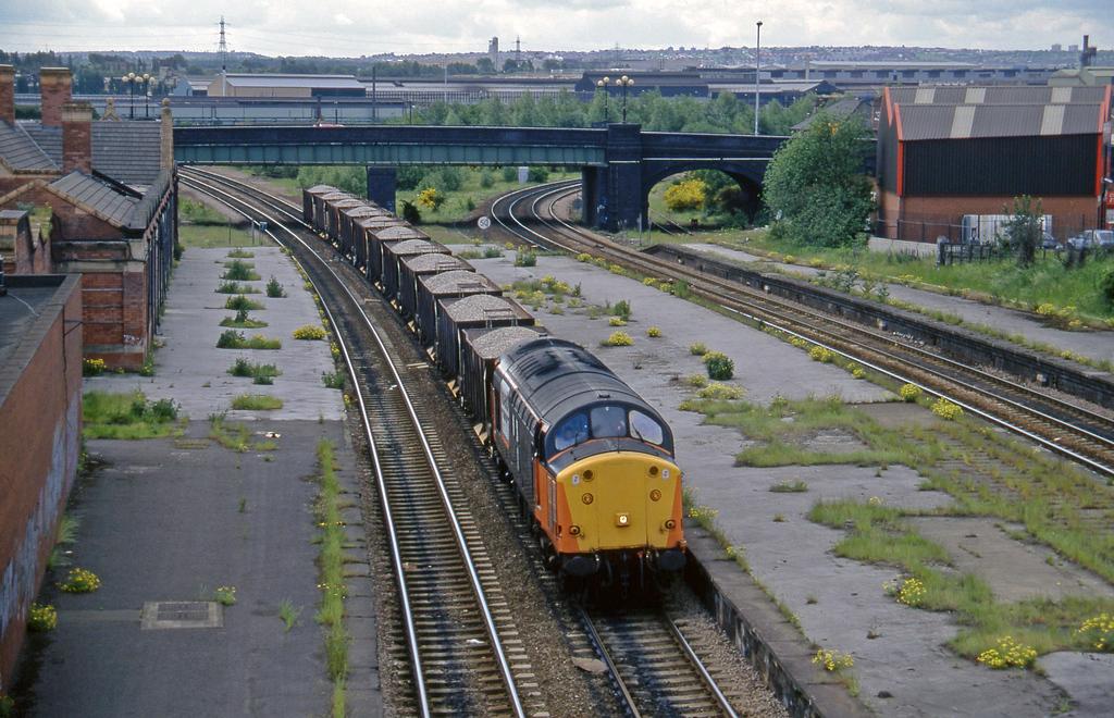 37517, down ballast, Rotherham Masborough, 12-6-96.