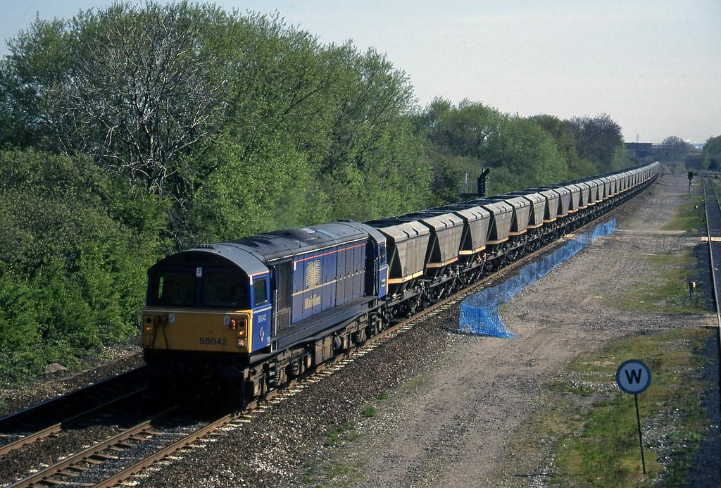 58042, up mgr, Stenson Junction, near Derby, 14-5-96.