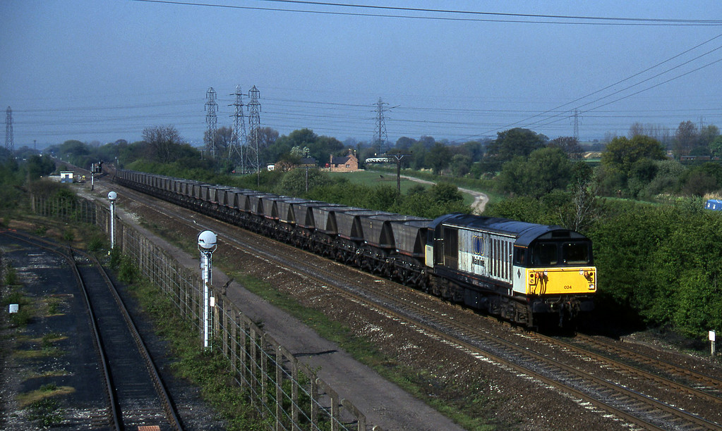 58024, down mgr empties, Stenson Junction, near Derby, 14-5-96.