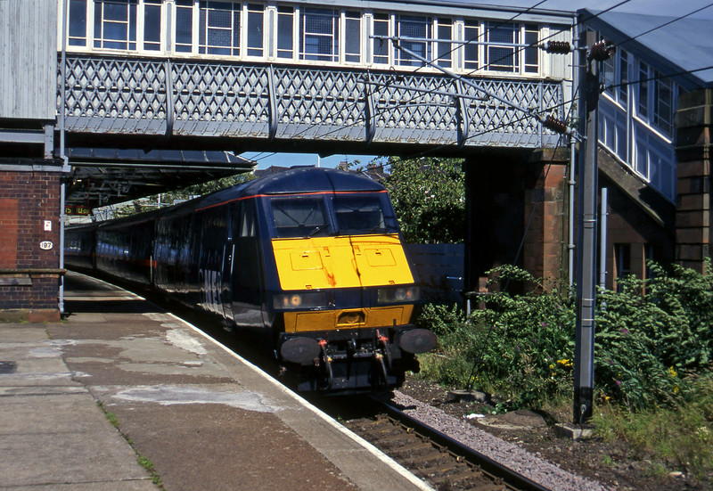 82118/91003, up passenger, Berwick-on-Tweed, 1-8-97.
