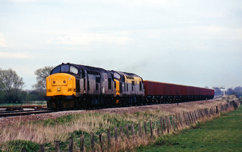 37154/37254, down MEAs, Shrivenham, near Swindon, 7-4-98.