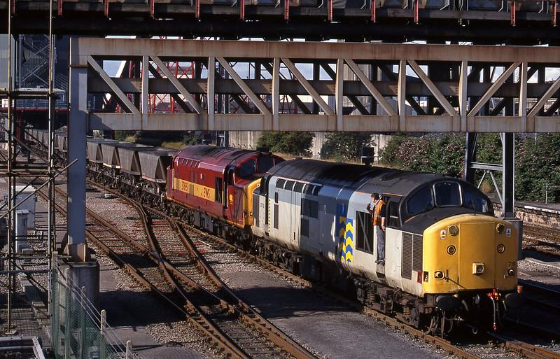 37719/37695, loading Avonmouth-Foxton service, Avonmouth Bulk Handling Terminal, 14-7-98.