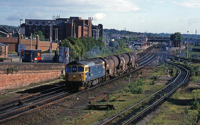 33116, 08.28 Eastleigh Yard-Quidhampton, Eastleigh, 12-6-98.