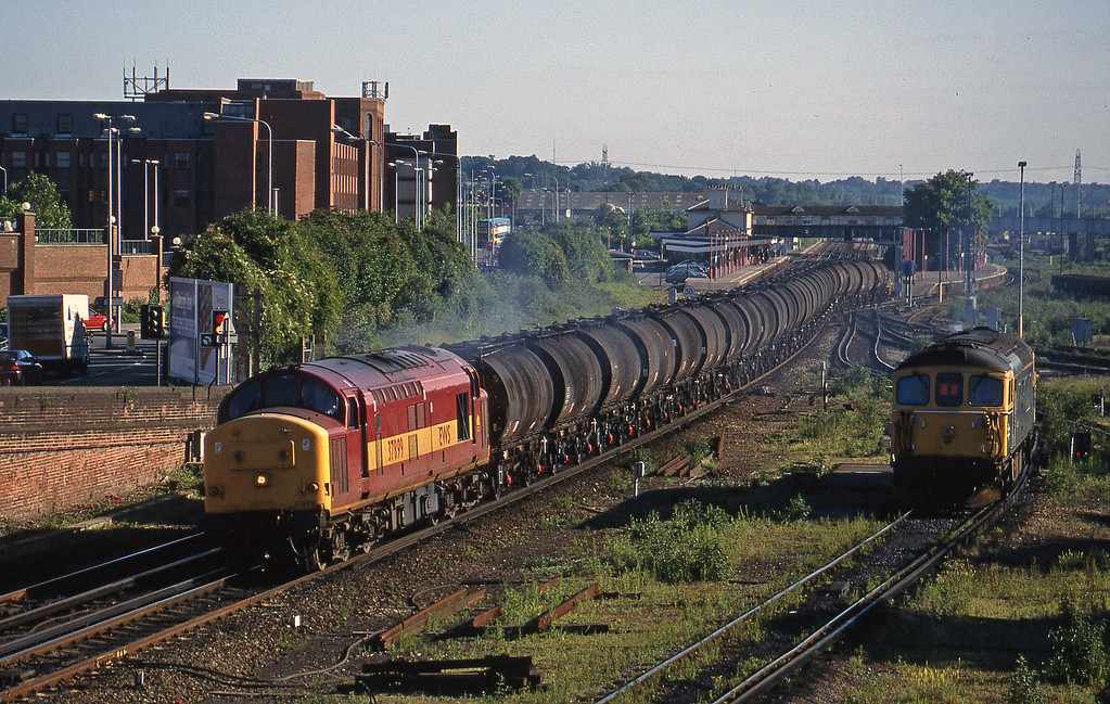 37899, 07.20 Eastleigh Yard-Fawley, Eastleigh, 12-6-98.
