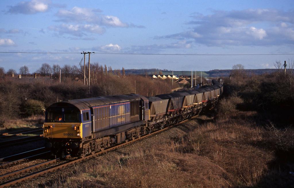 58005, mgr northbound, Toton, Nottingham, 4-3-98.