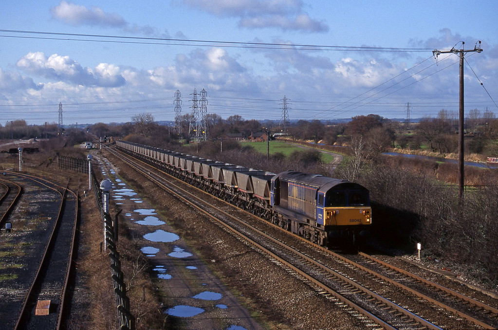 58042, mgr empties south-east, Stenson Junction, near Derby, 4-3-98.