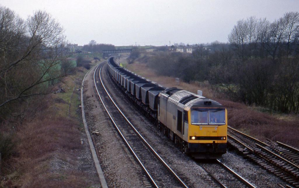 60069, Avonmouth Bulk Handling Terminal-Didcot Power Station, Shrivenham, near Swindon, 10-3-98.
