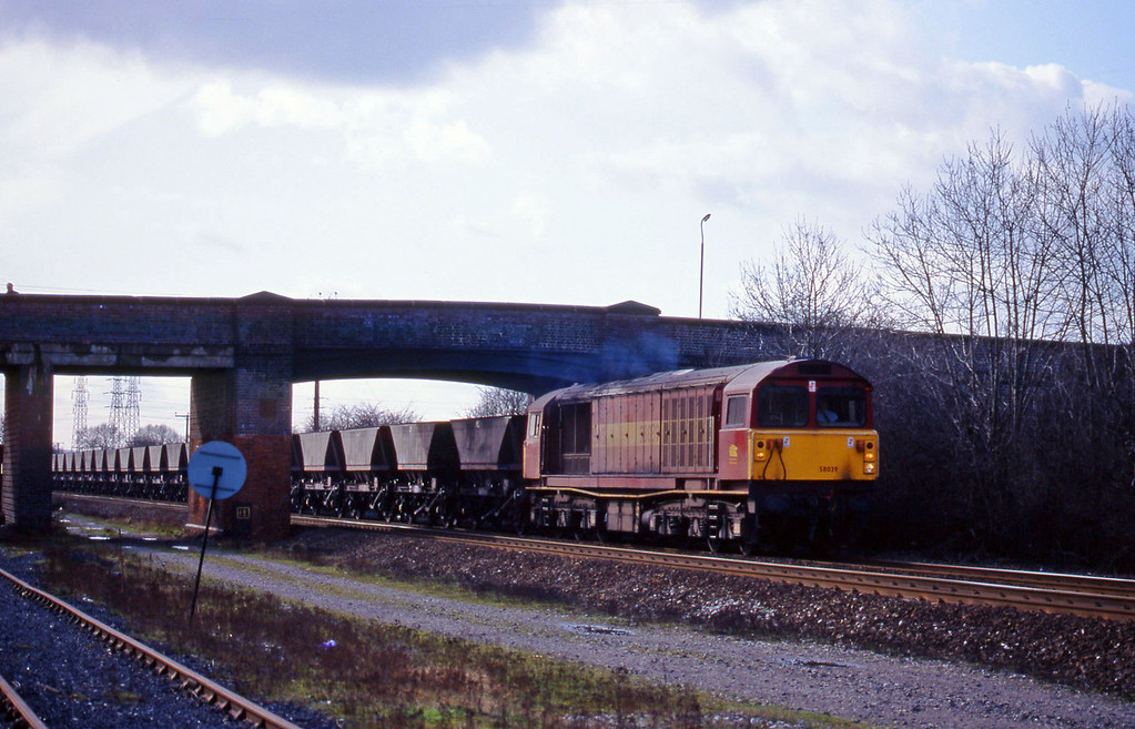 58039, mgr empties, south to east, Stenson Junction, near Derby, 4-3-98.
