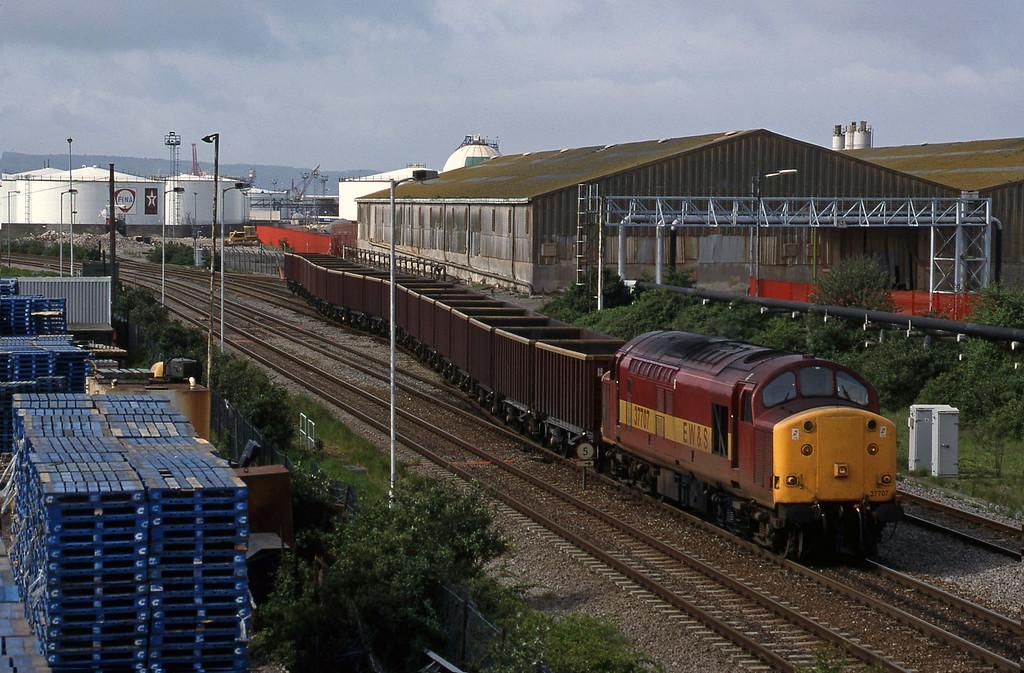 37707, 07.08 Didcot Yard-Avonmouth Bennett's Siding, Hallen Marsh Junction, Avonmouth, 6-5-98.