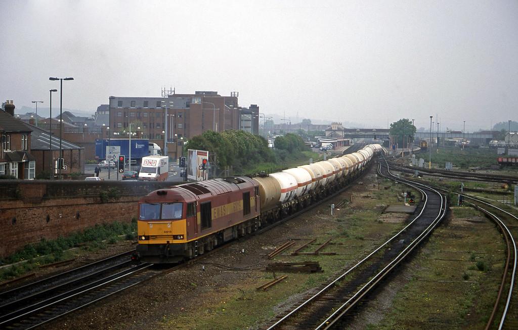 60019, 08.40 Eastleigh Yard-Fawley, Eastleigh, 12-5-98.