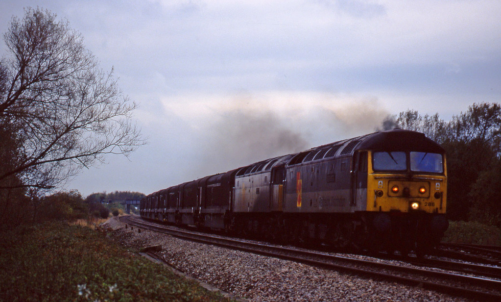 47286/47280, 08.15 Swindon Longbridge, Shrivenham, near Swindon, 3-11-98.
