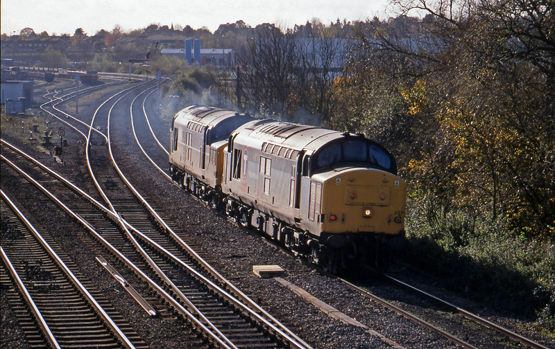 37897/37242, down light, Didcot North Junction, 10-11-98.